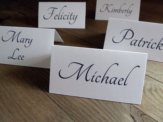 3 diy wedding place card ideas bride groom blog for Wedding place name cards