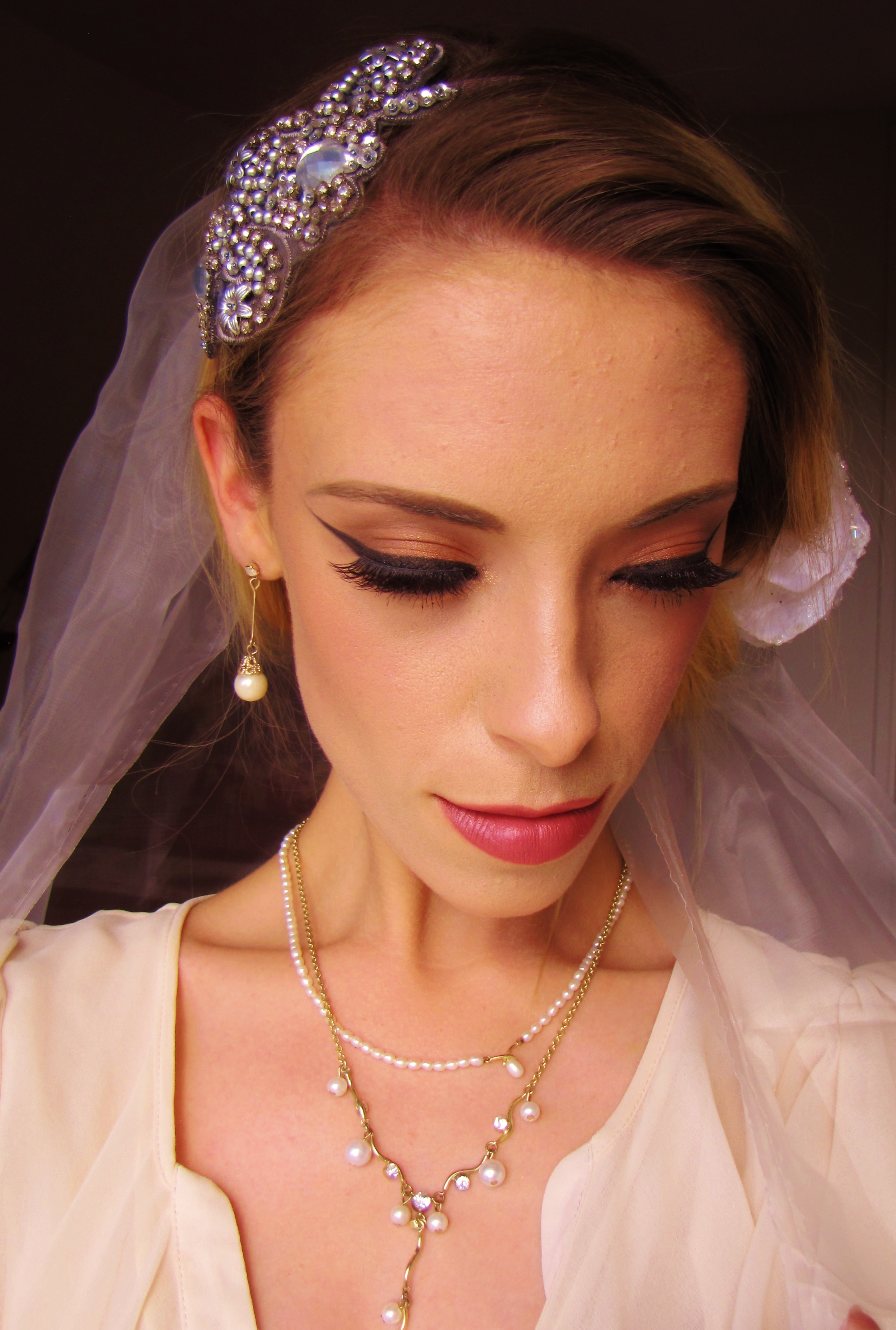 Doing Your Own Wedding Makeup Tips : Make-Up Artists Advice: Doing Your Own Wedding Day Make ...